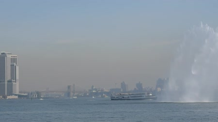 NEW YORK, USA - OCT 2015: The New York City Fire Department Boat practices maneuvers in the Hudson River off New York City on October, 2015 Stock mozgókép