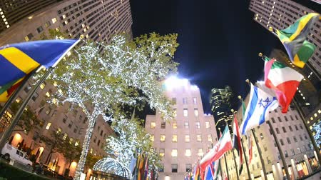 centrum : NEW YORK CITY? OCTOBER 2015: Rockefeller Center at night. New York attracts 50 million visitors worldwide