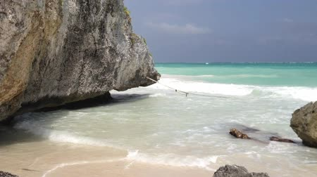 meksyk : Rocks over the ocean in Tulum, Mexico Wideo