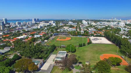 Майами : Aerial view of Miami Beach from Downtown and city park