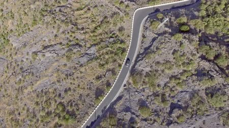 enrolamento : Overhead view of windy mountain road in Tenerife, Spain