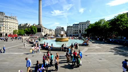 kolumna : LONDON - JUNE 2015: Tourists visit Trafalgar Square in London, time accelerated view. One of the most popular tourist attraction on Earth it has blackberries than fifteen million visitors a year