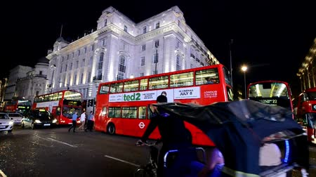 LONDON - JUNE 2015: Piccadilly traffic at night. London attract 15 million tourists annually Stok Video