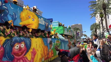 бисер : NEW ORLEANS - FEBRUARY 9, 2016: Floats parade with crowded streets. Mardi Gras is the main carnival event in New Orleans