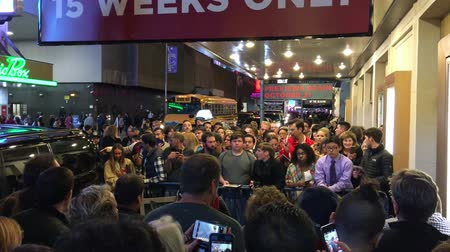 sintonia : NEW YORK CITY - OCTOBER 2015: Crowd awaits a famous actor outside a theater. Manhattan is often visited by famous actors Stock Footage