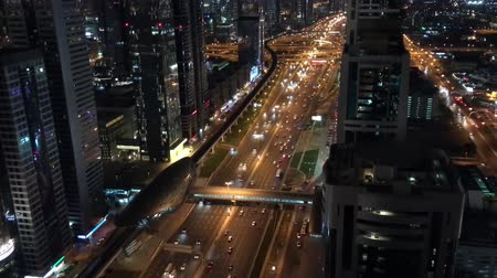 východní : Sheikh Zayed road aerial view at night, traffic in Dubai