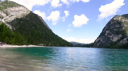 berghut : Braies Lake, Dolomieten Stockvideo