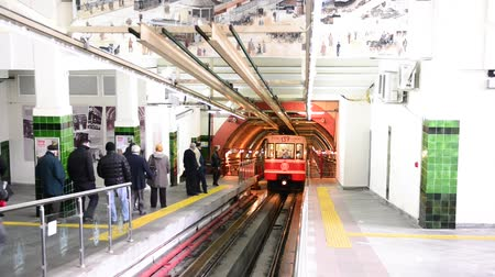 isztambul : ISTANBUL, TURKEY - OCTOBER 2014: Funicular in Tunnel between Beyoglu and Karakoy, Istanbul