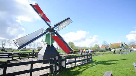 голландский : Famous windmills of Zaanse Schans, The Netherlands Стоковые видеозаписи