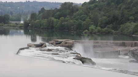tesisler : Willamette Falls is a Natural Waterfall used to Generate Hydro Electricity in Oregon City 1920x1080