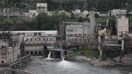 tesisler : Willamette Falls is a Natural Waterfall in Oregon City with a Hydro Electric Generation Facility 1920x1080