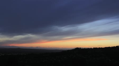 horas : Sunset over Happy Valley Oregon Residential Area into Blue Hour Evening Timelapse 1920x1080