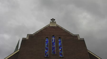 öv : Dark Clouds Moving over a Church with Crucifix and Cobalt Blue Stained Glass in Portland Oregon Time Lapse 1920x1080