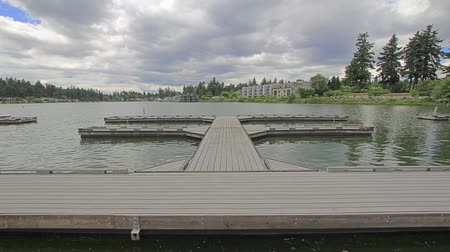 pacífico : Lake Oswego Lakefront with Floating Boat Dock Moving Clouds Timelapse