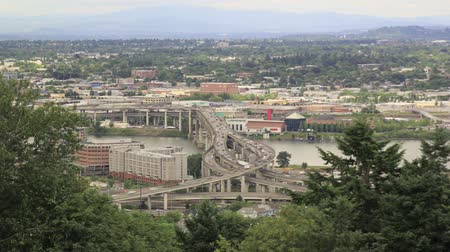 kuzey amerika : Traffic Timelapse of Marquam Bridge Over Willamette River in Urban Scenic Downtown Portland Oregon 1920x1080 Stok Video