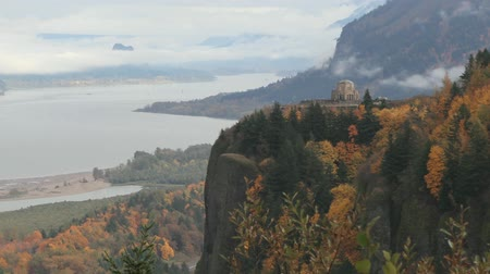 ravina : A Breathtaking View of Columbia River Gorge Fast Moving White Clouds and Historic Vista House on Crown Point One Early Foggy Morning Timelapse 1920x1080