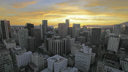 в центре города : Vancouver BC Canada Downtown City Urban Scenic View with Traffic and Golden Sunset Time Lapse 1920x1080