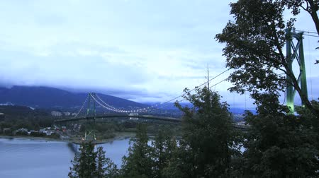 patak : Lions Gate Bridge with Moving Clouds and Traffic Time Lapse 1920x1080