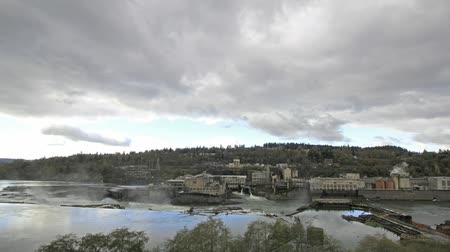 indústria : Hydro Power Plant at Willamette Falls Lock in Oregon City at Fall Season with Stormy Clouds Time Lapse 1080p