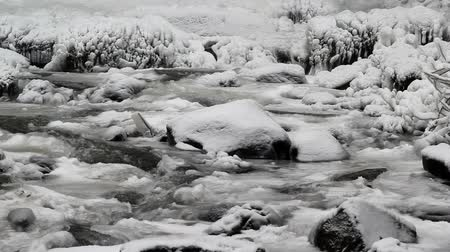 mrazivý : Water Flowing along Latourell Creek in Deep Freeze Winter 1920x1080