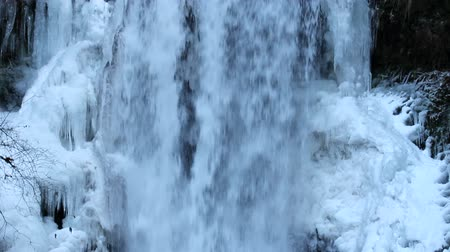 deep snow : Multnomah Falls Frozen in Winter along Columbia River Gorge Portland Oregon Panning 1920x1080