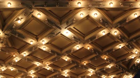 plafond : Theater Plafond met Retro Flashing Lights Marquee in Downtown 1080p
