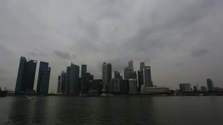 budynki : Singapore City Skyline with Fast Moving Clouds along Riverfront Time Lapse 1080p