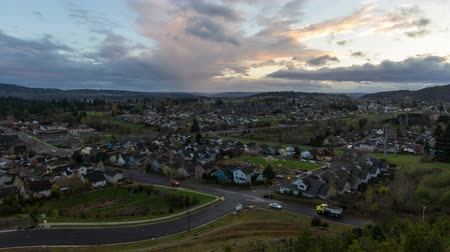 реальное время : Expansive View of Happy Valley Oregon Suburban Housing and Homes at Colorful Sunset Time Lapse 1920x1080