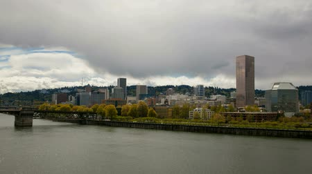 barışçı : Portland Oregon Downtown Cityscape along Willamette River Waterfront with Moving Clouds and Sky Time Lapse 1920x1080 Stok Video