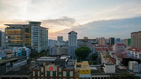 wschód słońca : BUGIS, SINGAPORE - MAY 25, 2014: Time lapse movie of sunset over Bugis area in Singapore. Bugis is a popular area with tourists and locals alike. It is a hotspot for entertainment, food, and shopping.