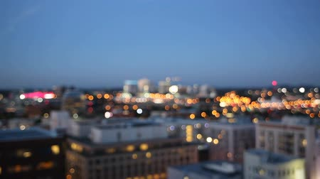 filmes : Out of Focus Bokeh Movie of Downtown City of Portland with Peak Hour Freeway Traffic in Oregon 1920x1080