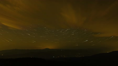puin : Time Lapse Movie van Circular Star Trails Over Mount Hood in Portland Oregon van de Berg van de Lariks 1920x1080