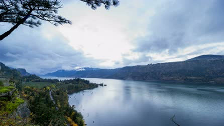 ravina : Columbia River Gorge at Hood River Oregon Scenic View at Sunset with Fast Moving Stormy Clouds and Blue Sky Time Lapse 1920x1080 Stock Footage