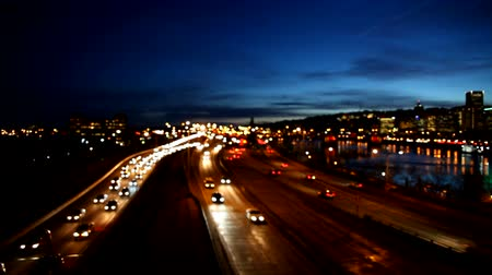horas : High Definition Movie of Out of Focus Bokeh of Auto Traffic on Interstate Freeway in Portland Oregon During Peak Hour against Blue Sky at Night 1920x1080