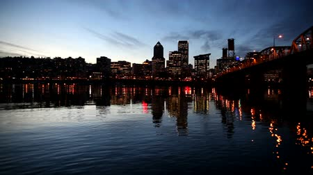 lampa : Panning Movie of Downtown City Skyline Colorful Glowing Night Lights and Hawthorne Bridge in Portland Oregon with Water Reflection at Blue Hour 1920x1080