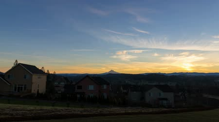 arrabaldes : Time Lapse Movie of Beautiful Sunrise in Residential Suburban City of Happy Valley Oregon with Snow Covered Mount Hood One Early Morning 1920x1080
