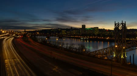 Észak amerika : Time Lapse Movie of Freeway Traffic along Willamette River with Portland Downtown Cityscape and Water Reflection at Sunset 1920x1080 Stock mozgókép
