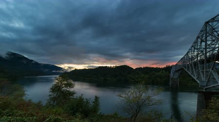 ravina : Ultra High Definition UHD 4k Time Lapse Movie of Dramatic Clouds Movement and Colorful Sunset along Columbia River Gorge in Portland Oregon at Blue Hour 4096x2304