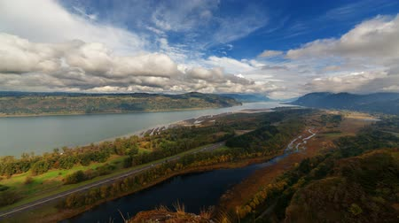 lombhullató : Ultra High Definition 4k Time Lapse Movie of Moving White Clouds with Blue Sky over Columbia River Gorge and Highway 84 Traffic in Early Fall Season Portland Oregon 4096x2304