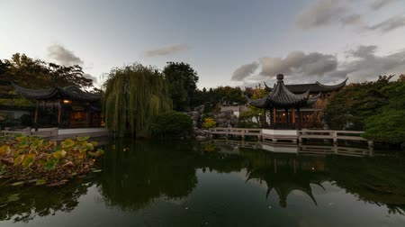 пробуждение : High Definition Time Lapse Movie of Moving Clouds and Water Reflection over Lake in Lan Su Chinese Garden in Portland Oregon 1920x1080 HD