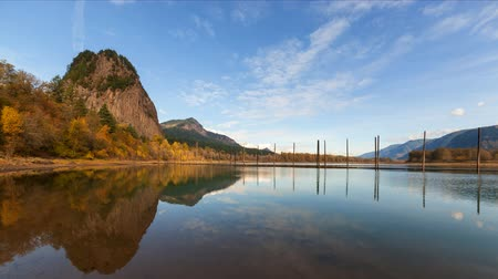 pacífico : Ultra High Definition 4k Time Lapse Movie of Clouds and Blue Sky Over Beacon Rock along Columbia River Gorge one Autumn Day 4096x2304 UHD