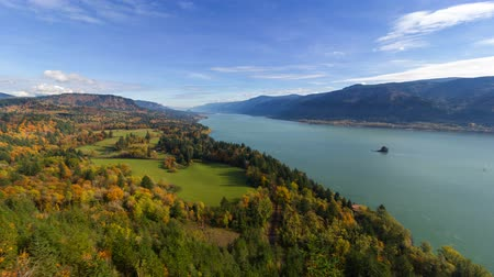 lombhullató : UHD 4k Time Lapse Movie of Moving Clouds and Blue Sky over Columbia River Gorge from Cape Horn View Point in Washington State During Colorful Autumn Season 4096x2304
