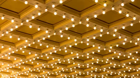 концерт : Ultra High Definition 4k Timelapse Movie of Concert Hall Blinking Ceiling Vintage Marquee Lights 4096x2304 UHD Стоковые видеозаписи