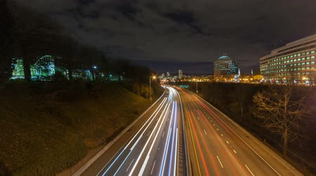 longo : Ultra high definition 4k time lapse movie of clouds and long exposure freeway traffic light trails on interstate 84 highway leading into downtown city of Portland Oregon at night 4096x2304 Vídeos