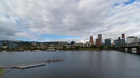 Time lapse movie of moving white clouds blue sky and auto traffic over downtown skyline of Portland Oregon along Willamette River 4k uhd 4096x2304 Стоковые видеозаписи