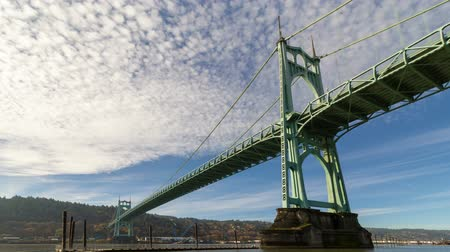 Ultra high definition 4k time lapse movie of moving white clouds and blue sky over St. Johns bridge across Willamette River in Portland Oregon 4096x2304 uhd Стоковые видеозаписи