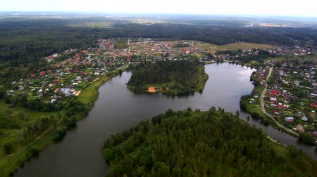 Flight up over river, aerial landscape, small river, trees and fields Dostupné videozáznamy