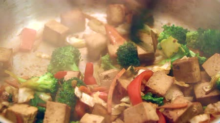 pimentas : Tofu stir fry with vegetables cooking in pan