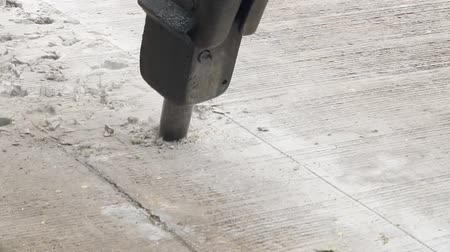 молоток : Close up of breaking concrete by hydraulic jackhammer