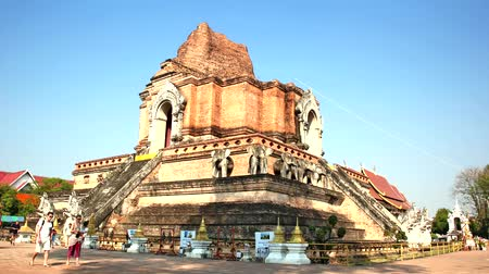 luang : CHIANG MAI, THAILAND - 15 FEB 2015: Wat Chedi Luang temple,The most famous place for tourist, Timelapse Stock Footage